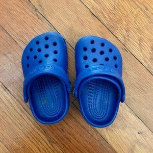 Cerulean blue toddler crocs size 2/3